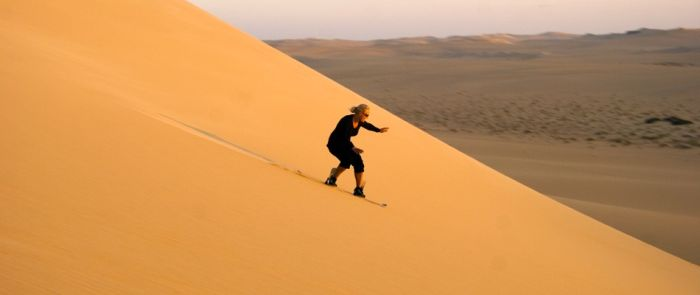 Sandboarding, Oman