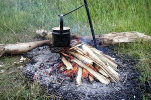 Campfire-Boiling-Water-Purification