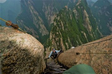 Hiking Mount Huashan in China