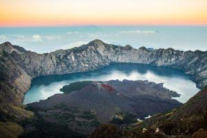 mount rinjani best hikes outside of europe