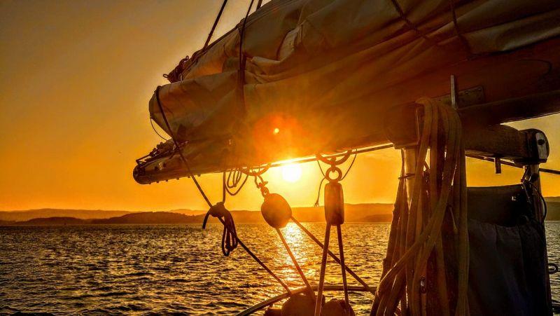 UK summer bucket list - sunset Maybe sailing holiday