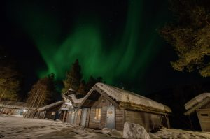 Ongajok Mountain Lodge - Northern lights above - winter adventures