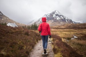 best ways to keep warm when hiking outside