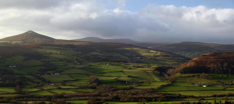 sugarloaf mountain brecon beacons walks