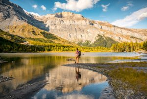 Switzerland Autumn: Lac de Derborence, Wanderin