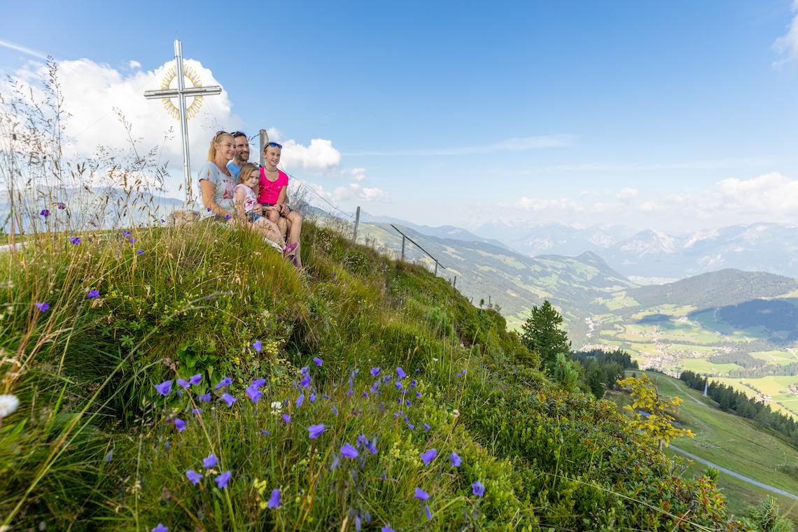 family sitting at the Schatzberg Peak