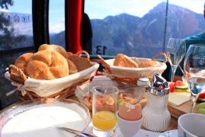 Gondola Breakfast in Zugspitze Tiroler Arena